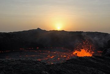 Sunrise over Erta Ale´s south crater with lava lake (image: Jay Ramji)