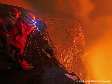 Gruppe am Marum Krater auf Ambrym