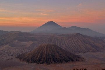 Tengger caldera at sunrise (1)