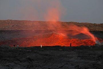 Observing Erta Ale´s lava lake after sunset (image: Jay Ramji)