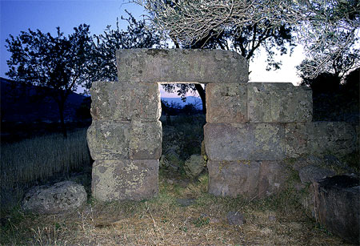 Der alte Turm von Throni Ebene