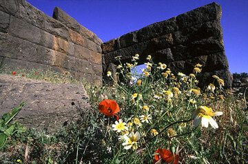 Eingang zur antiken Akropolis von Madraki