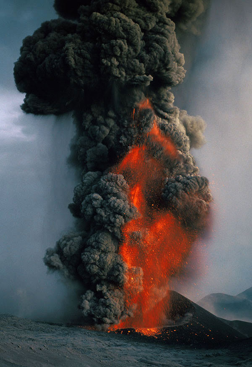 Lava fountain on Etna volcano (Oct 30, 2002)