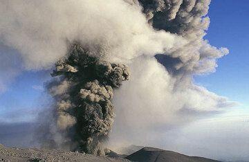 Aschewolke bei einer Explosion des Vulkans Ätnas