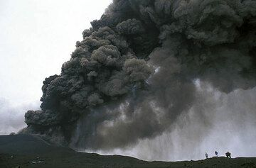 Ash plume and ash fall from Etna during the eruption in 2002