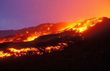Large coulée de lave sur le volcan Etna