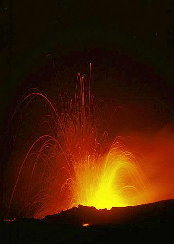 Eruption classique du volcan Etna (Italie)