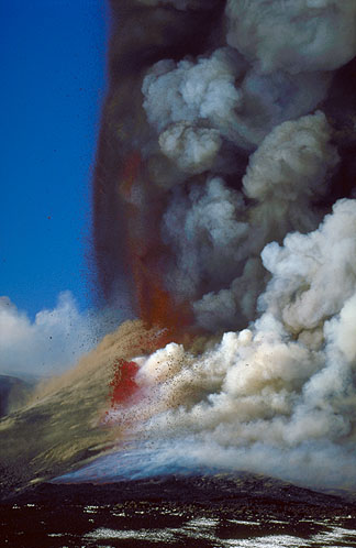 Lava fountain on Etna volcano  (Feb 16, 2000)