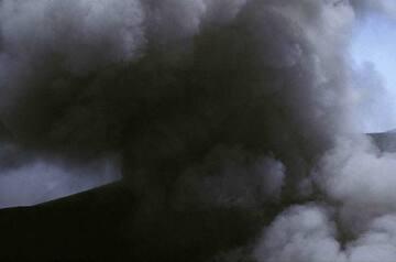Ash emission from Etna' s NE crater (in 1999)