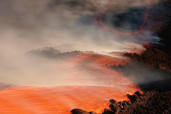 Lavaströme sind die typische Eruptionsform von effusiven Ausbrüchen (hier ein Beispiel vom Ätna)