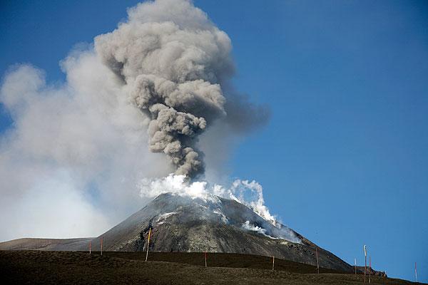A small explosive eruption at Mt Etna volcano