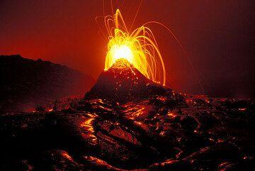 Erupting hornito on Kilauea volcano (Hawaii)