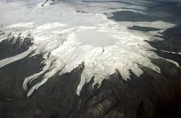 Der Öraefajökull Vulkan, Südost-Island. Der Gipfel dieser Kaldera ist mit einem Gletscher gefüllt, der fast ganz Südost-Island bedeckt. Der Ausbruch fand 1728 statt.