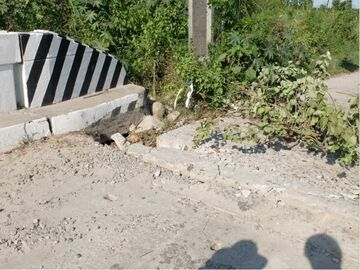An aftermath of the 2019 Luzon Earthquake in the Philippines. Liquefaction affected the base filling material under the approach to the bridge. This caused that part of the road to slightly subside due to a weakened base. (source: Photograph by Renz Lazatin, 2019)