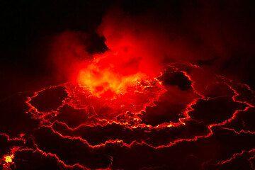Lac de lave du volcan Niragongo