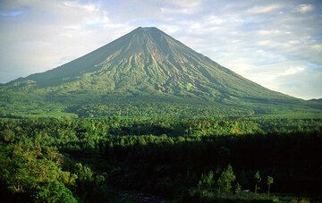 Stratovolcan Semeru, Java, Indonesia.