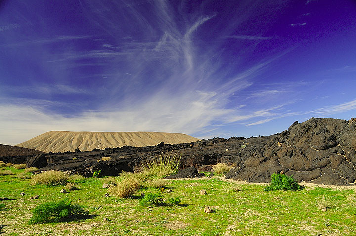 A volcano of the Harrat Khaybar volcanic field (Photo: Paul Nicholson)