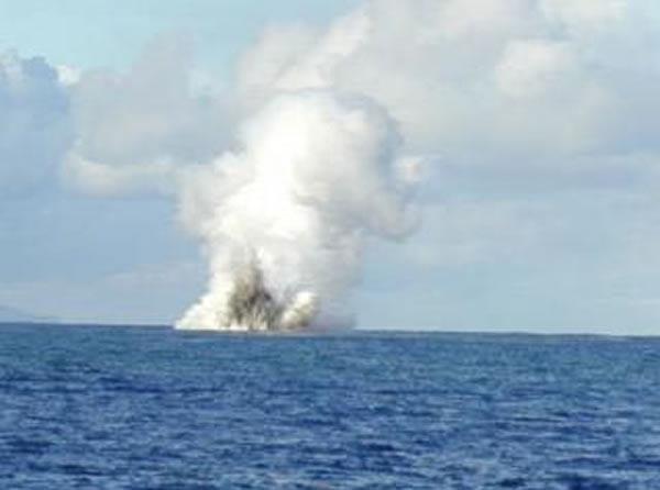 Kavachi erupting on May 14, 2000 (image: NOAA)