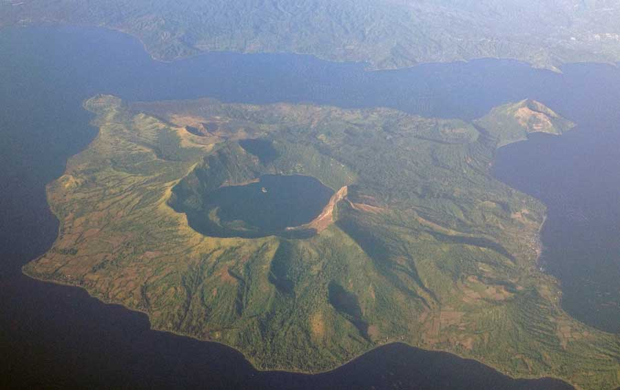 Aerial photo of Taal Volcano on December 22, 2012 (image: Mike Gonzalez, Wikimedia Commons, see text for link)