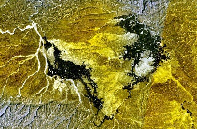 NASA Landsat7 image (worldwind.arc.nasa.gov) showing the darker lava flows of Borhut volcano south and west of the Wadi al Masilah in eastern Yemen