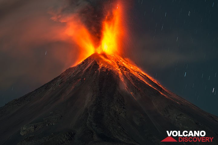 Strong explosion at Colima volcano in Feb 2015