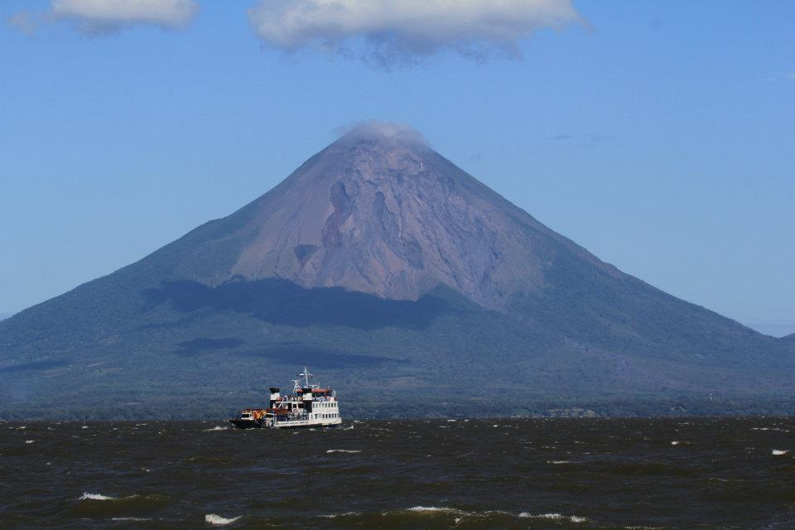 The steep stratovolcano Conception in January 2012 (photo: Antony / www.facebook.com/antony.van)