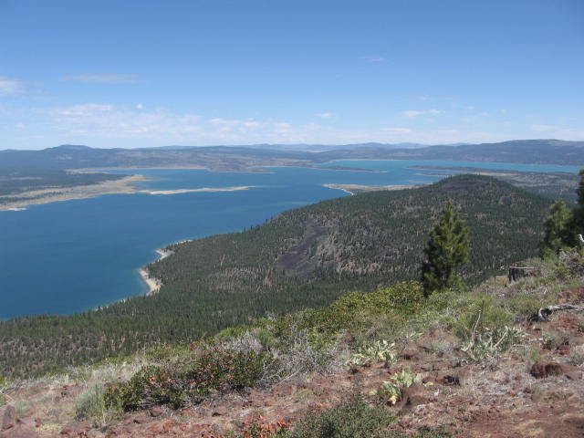 Eagle Lake and some of the cinder cones of the volcanic field (photo: WikiCommons, public domain)