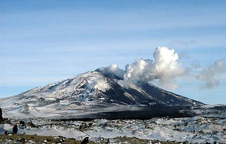 Hekla in eruption in March 2000 with the large black lava flow in the foreground from that eruption.