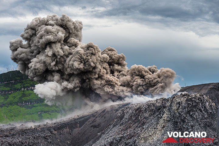 Strombolian explosion from the active vent in Ibu's lava dome (Dec 2014)