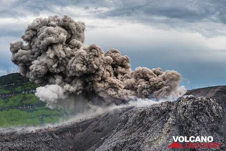 Strombolian explosion from the active vent in Ibu's lava dome (Dec 2014)