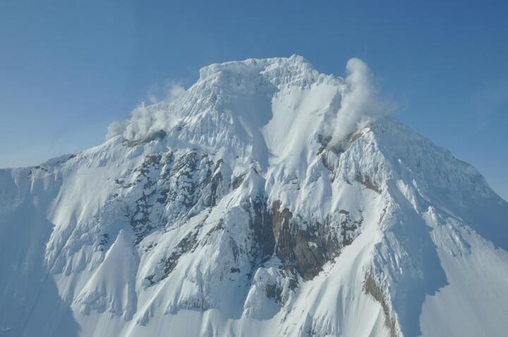 The summit of Iliamna volcano with active fumaroles (photo: Tina Neal, Alaska Volcano Observatory / USGS)