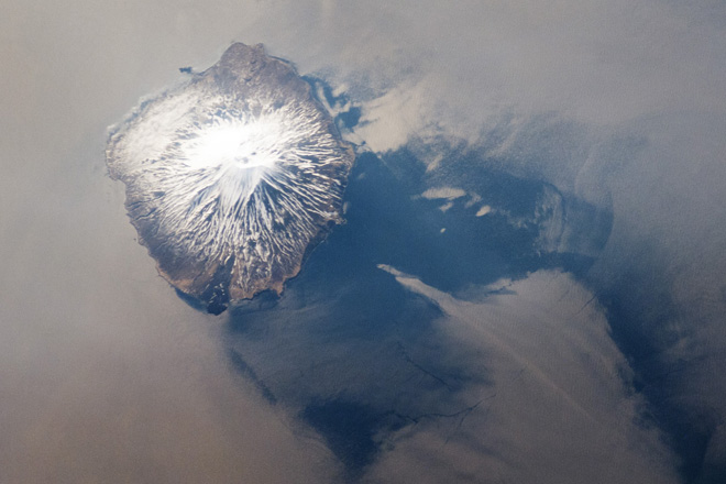 Space image of Alaid stratovolcano (NASA Earth Observatory http://earthobservatory.nasa.gov/IOTD/view.php?id=78290)